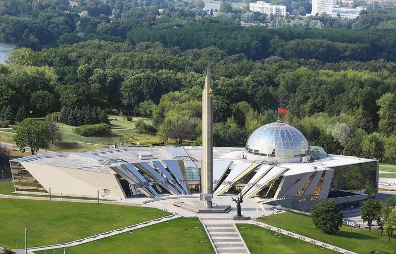 Стела и музей ВОВ в Минске