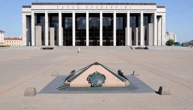 Нулевой километр и Дворец Республики в Минске
