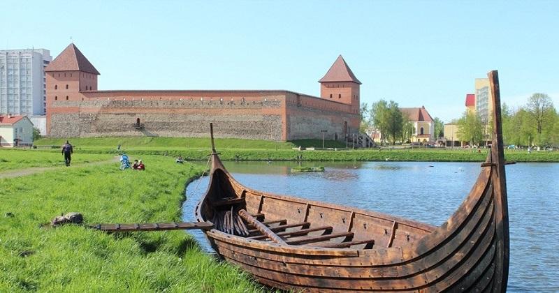 Лидский замок достопримечательность Беларуси